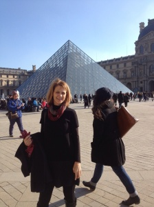 A stroll outside the Louvre on a sunny afternoon.