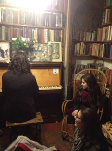 Impromptu piano concert at Shakespeare & Company