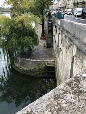 A Walk along the Seine, Sep 2019